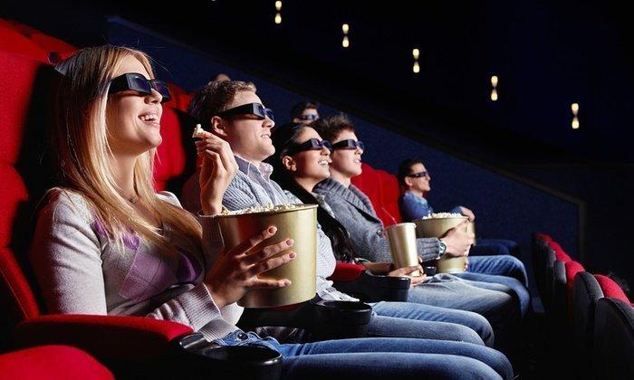 persone che guardano un film